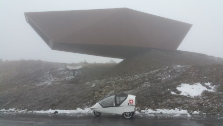 Timmelsjoch pass: Questionable architecture, snow, clouds & 2°C