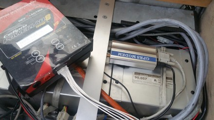 Battery workstation and balancer cable
