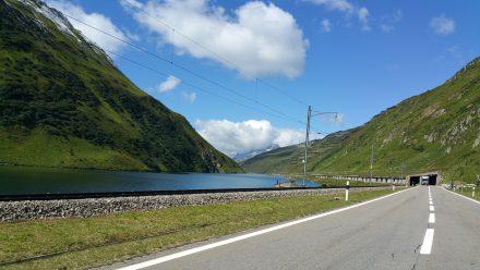 4°C - Oberalppass lake: super clear but brrrr!