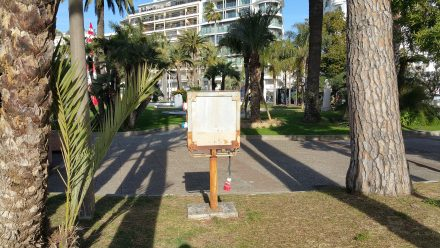 Cannes - the only (rusty) charging station available!