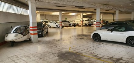 Protected parking in Porto...with plugs