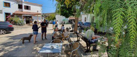Bordeira's always-busy town square